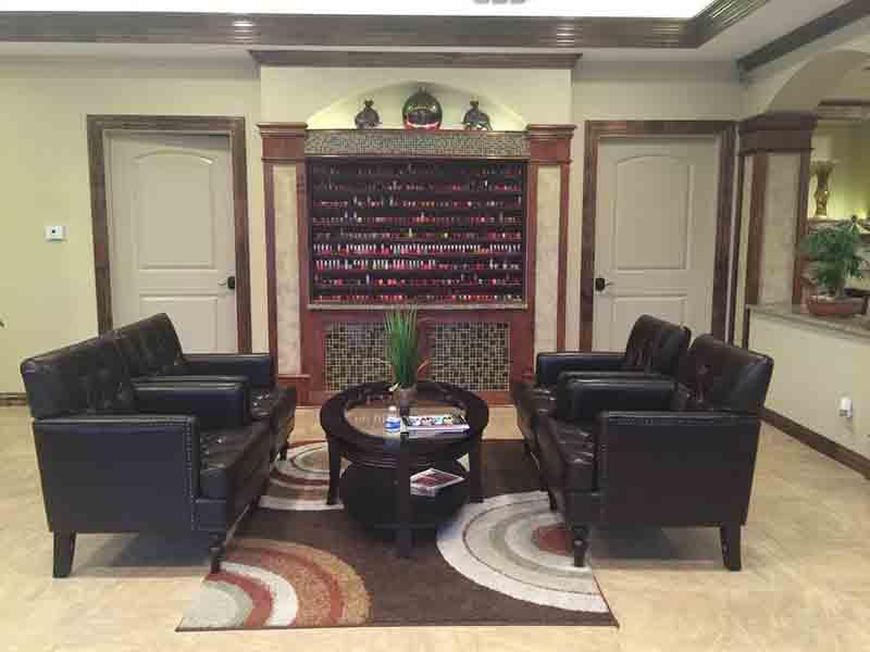 Cần Thợ Nails Nữ Gấp Lương $ 4500 - $ 5000In Kerrville TX